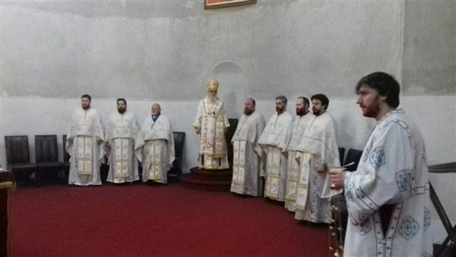 Фото: Архијерејска Литургија у Храму Васкрсења Христовог у Недељу митара и фарисеја