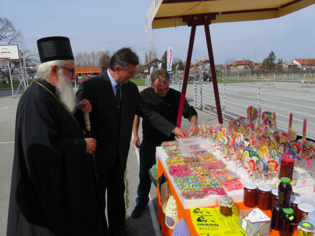 Епископ ваљевски Г. Милутин посетио је први Сајам воћарства у Пољопривредној школи у Ваљеву