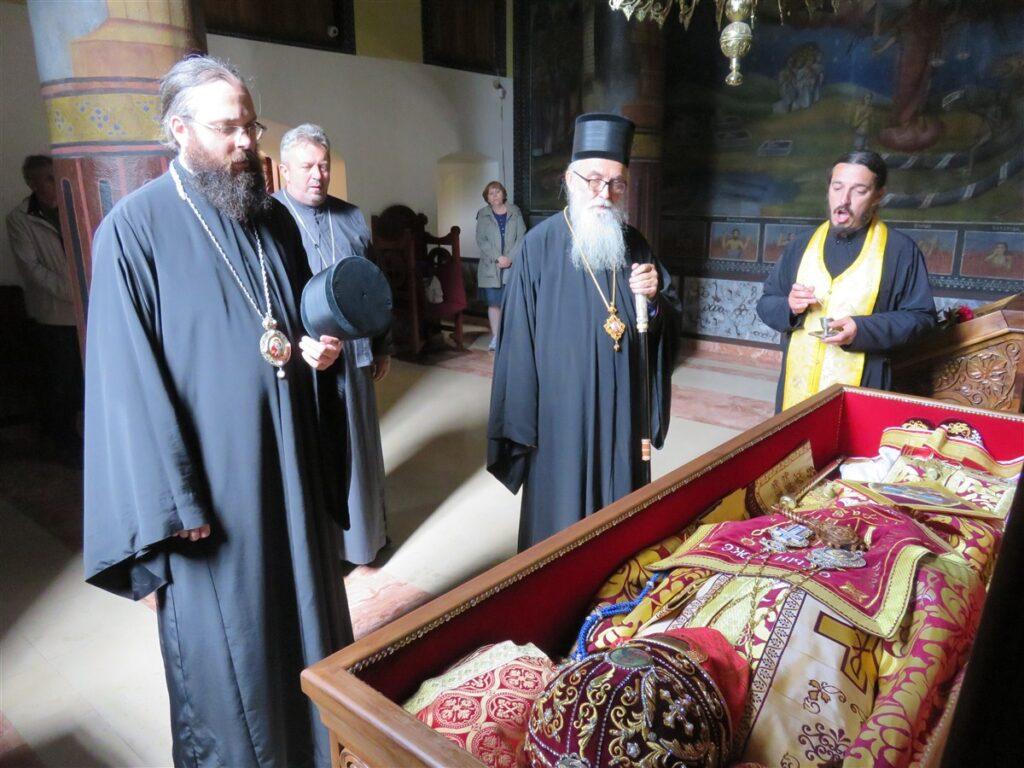 Поклоњење Епископа ваљевског и Епископа аустралијско-новозеландског светитељима пред одлазак на Свети Архијерејски Сабор