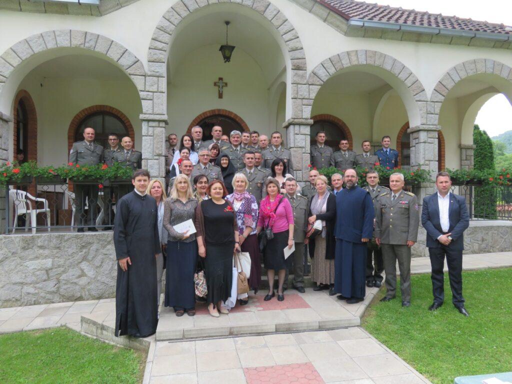 Припадници Министарства одбране и Војске Србије на поклоњењу светињама Епархије ваљевске
