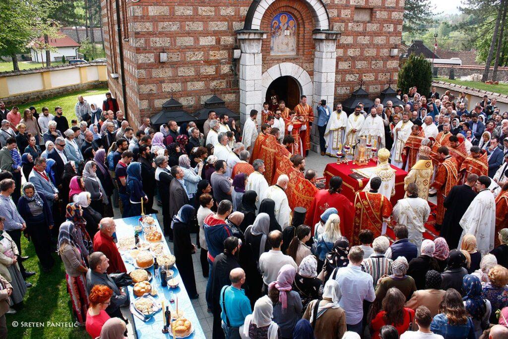Заједничка молитва православних народа крај кивота Светог Владике Николаја