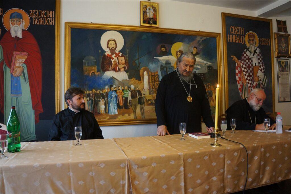 """Владика др Атанасије (Јевтић) одржао предавање на """"Духовним беседама""""  Цркве Уб"""