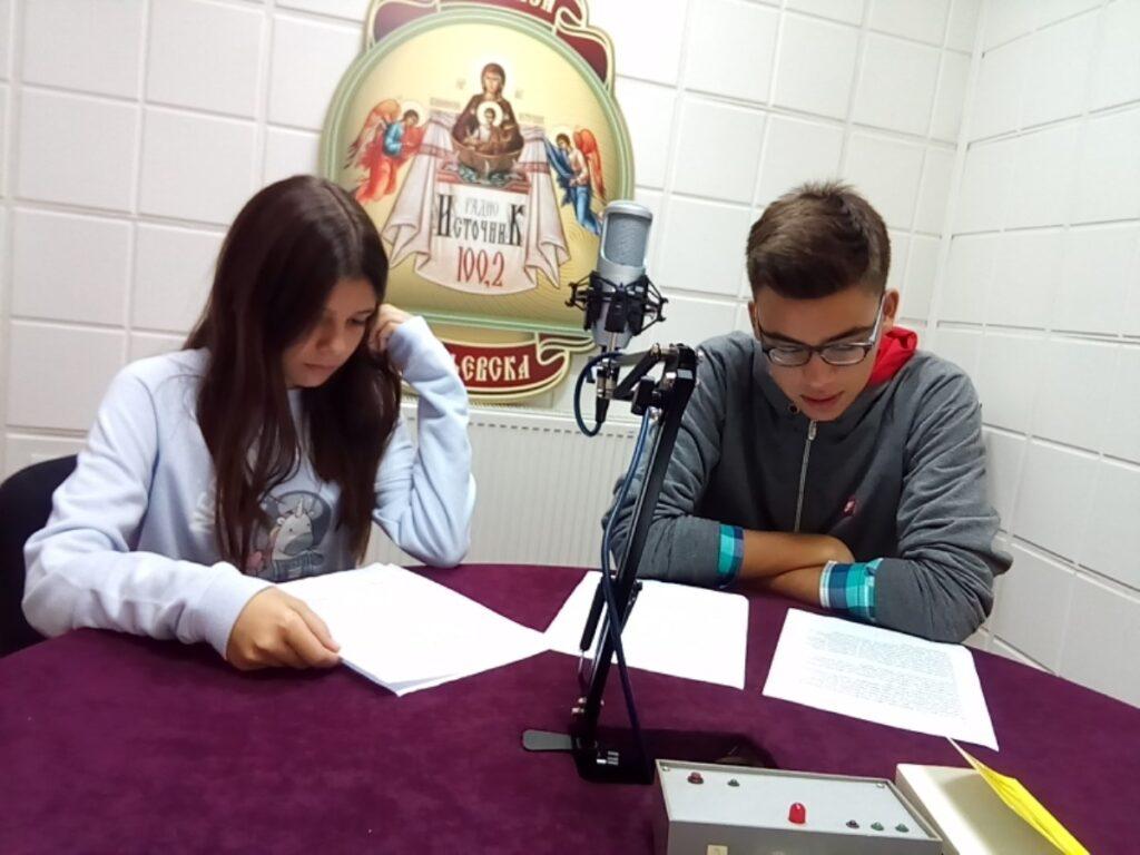 """Ученици Прве основне школе отворили нову сезону емисије """"Кад анђели проговоре"""""""