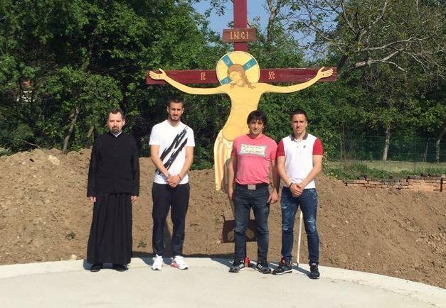 Играчи и стручни штаб ФК ЦРВЕНА ЗВЕЗДА помогли наставк градње забрешког храма
