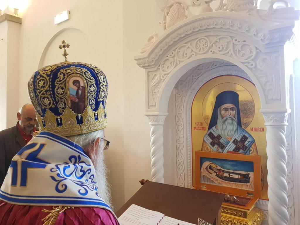 Епископ Милутин осветио икону Светог Нектарија Егинског