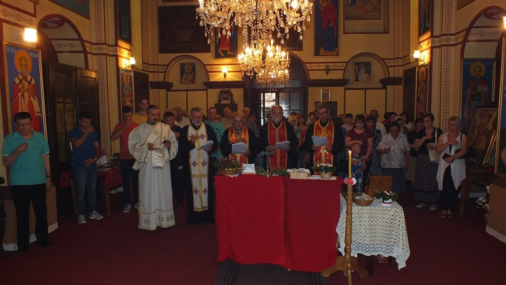 Чланови ПНХЗ-а на поклоњењу моштима Свете Петке