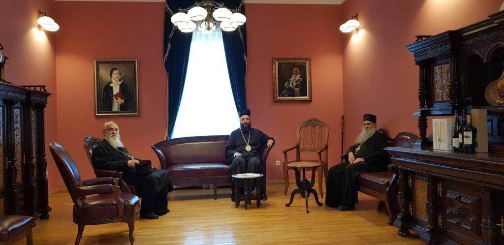 Поклоњење Епископа Милутина и Силуана Светим јасеновачким новомученицима