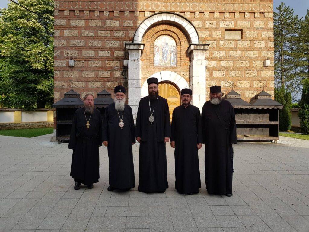 Епископи Милутин и Силуан и архимандрит Доротеј у манастиру Лелић