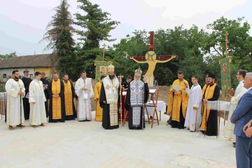 Освећење темеља цркве и звона у Забрежју