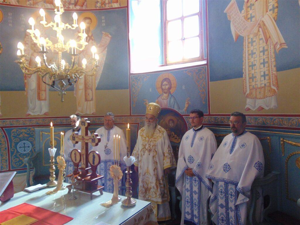 Епископ Милутин служио у Храму Покрова Пресвете Богородице