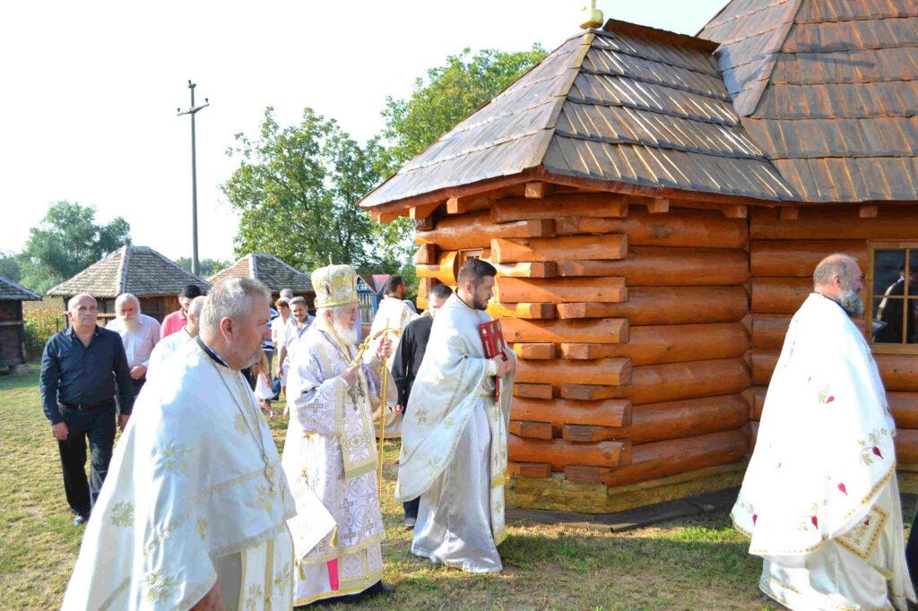 Освећење храма Светог Серафима Саровског у Уровцима