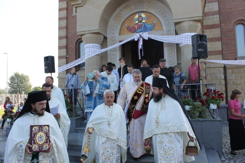 Освештана Црква Сабора Српских Светитеља у Обреновцу