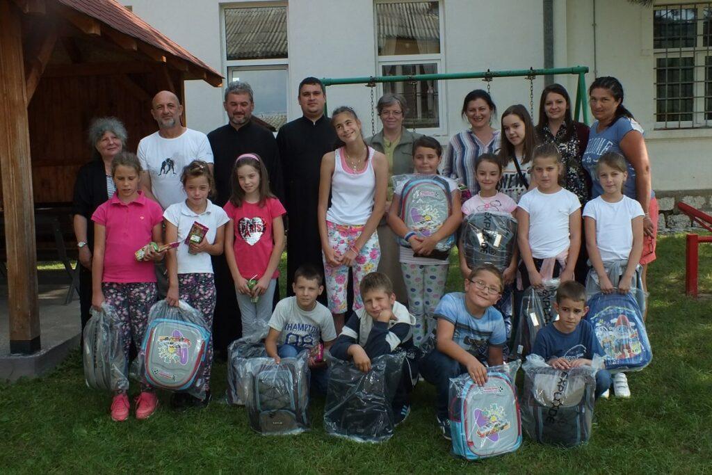ПНХЗ уручила ранчеве са школским прибором ђацима у Поћути