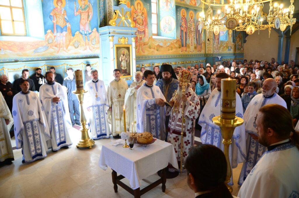 """Православна народна хришћанска заједница """"Воздвиженија Часног Крста"""" прославила своју славу"""