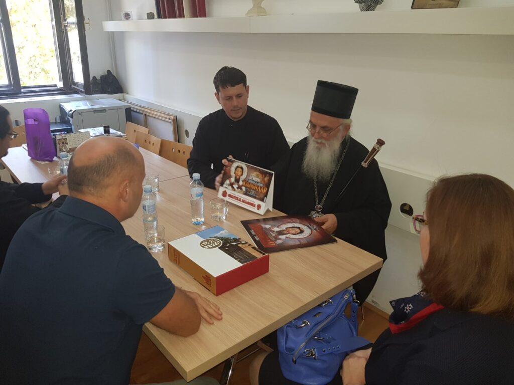 Владика Милутин на пријему код директора гимназије Предрага Јевтића
