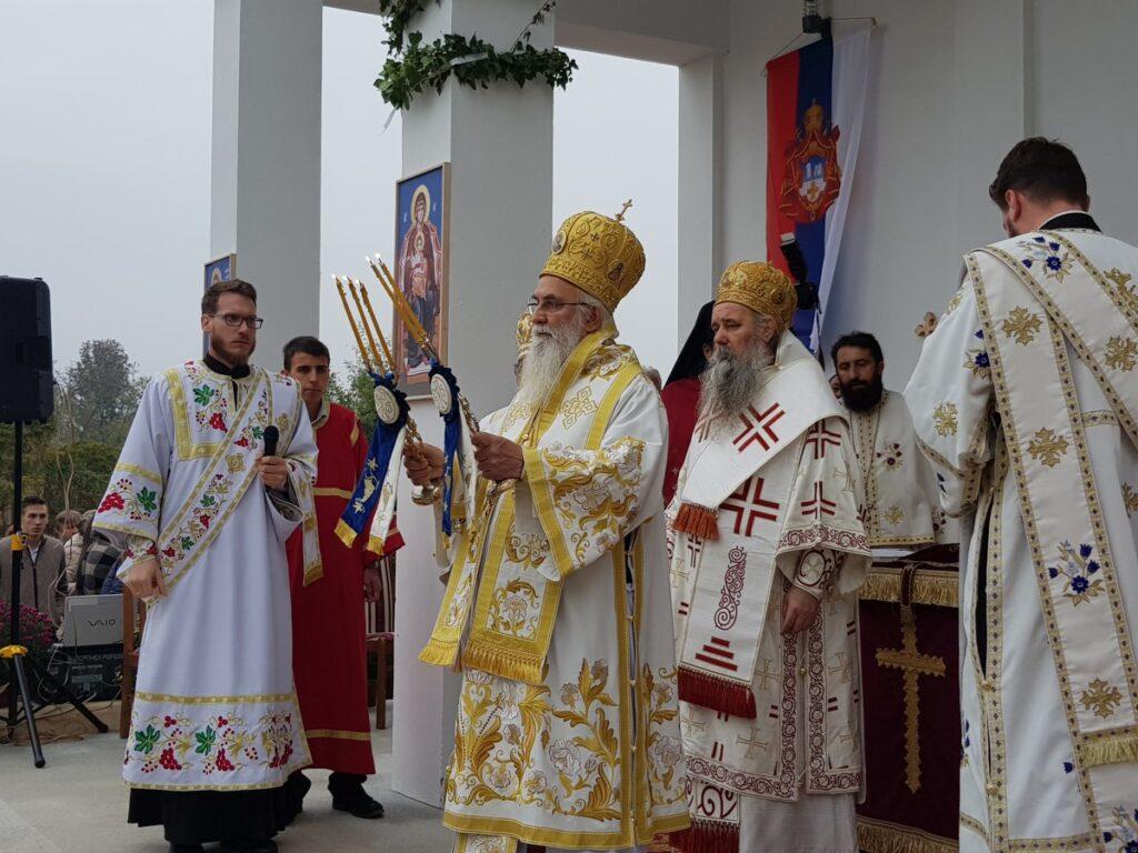 Епископ Милутин са епископима Фотијем и Лаврентијем служио освећење Храма Светог Прокопија у Лозници