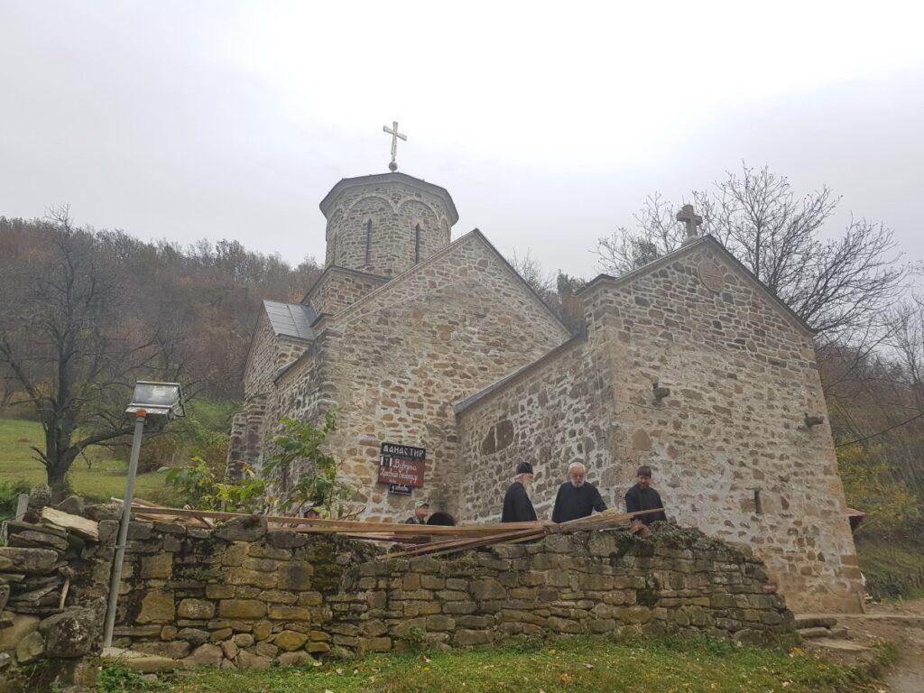 Након шест векова на празник Ваведења Богородичиног поново богослужење у манастиру у Славковици