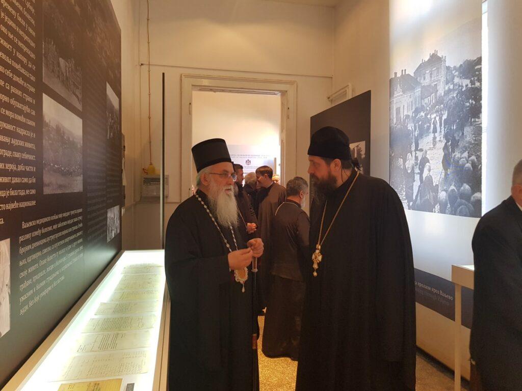 Епископ Милутин на отварању изложбе о др Аријусу ван Тинховену у Историјском архиву