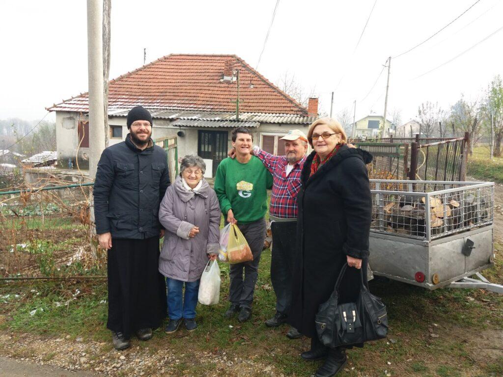 Коло српских сестара обезбедило огрев за сиромашне суграђане