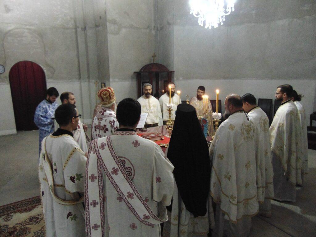 Владика Милутин служио у Храму Васкрсења Христовог
