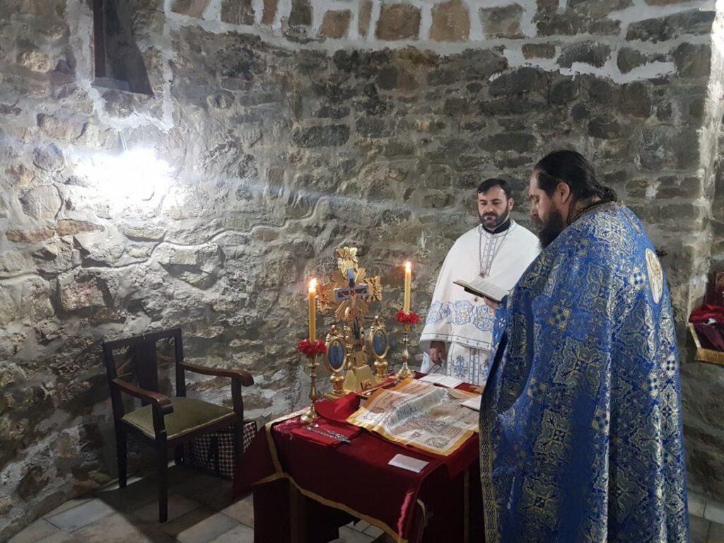 Након шест векова служена Света Литургија у обновљеном манастирском Храму Ваведења Богородичиног у Славковици