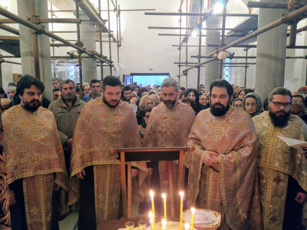 Сестринство манастира Ћелије на Светој тајни јелеосвећења у Храму Светог Нектарија Егинског