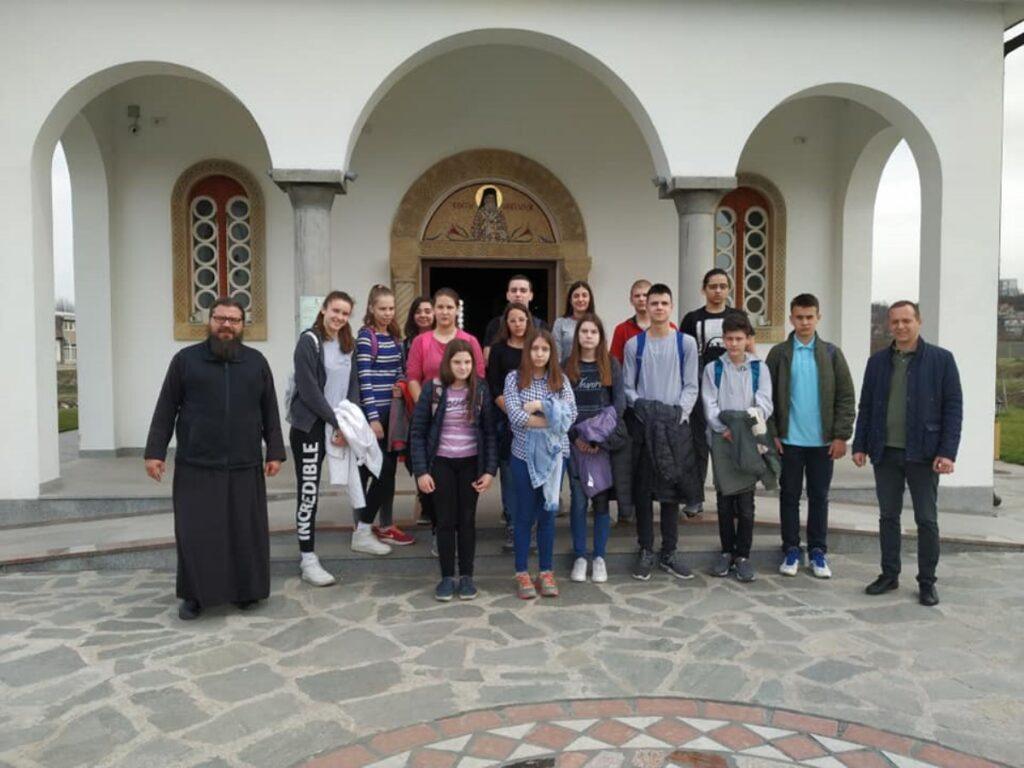 """Ученици ОШ """"Андра Савчић"""" посетили Храм Светог Нектарија Егинског"""