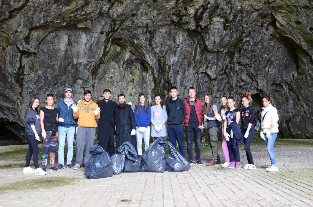 Еколошка акција Светосавске омладинске заједнице на Петничком језеру и Петничкој пећини