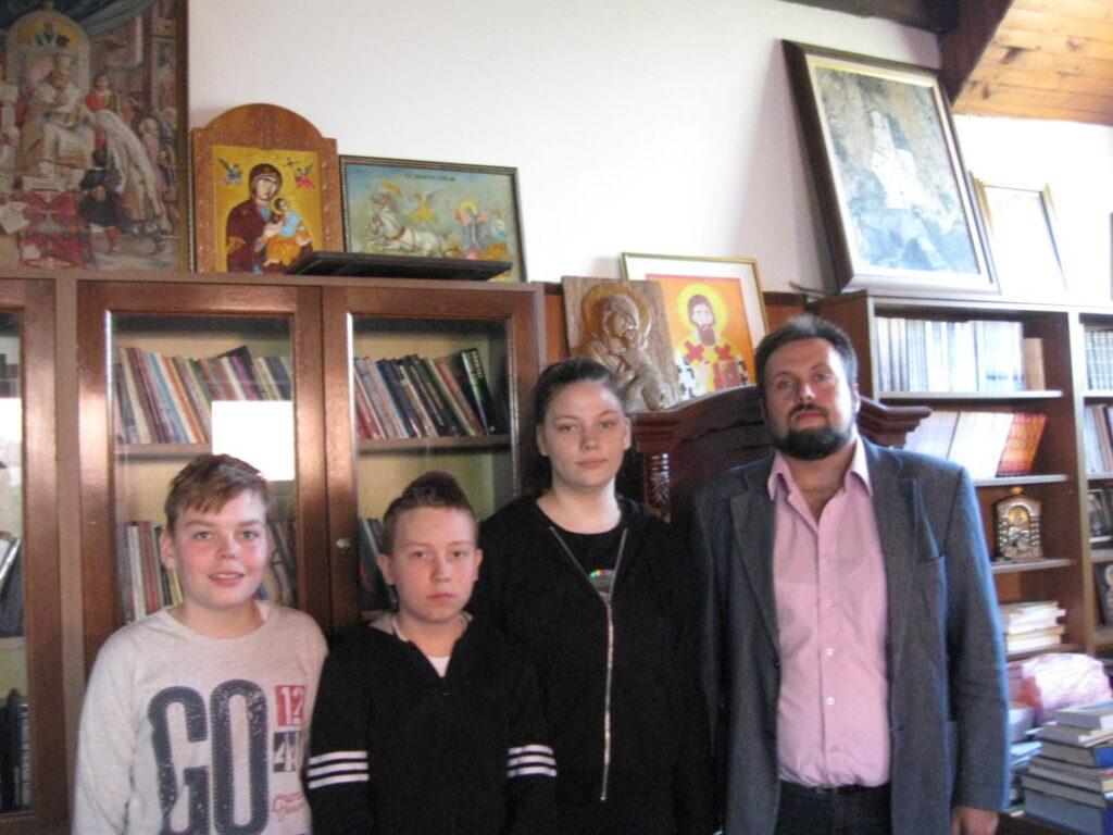 Виктор, Јелена и Никола о Пасхи и Васкрсу