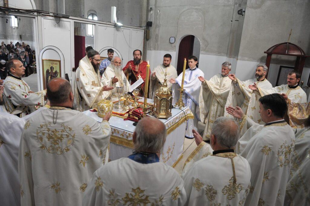 Владичанска Литургија и рукоположење оца Герасима у чин јеромонаха у Храму Васкрсења Христовог