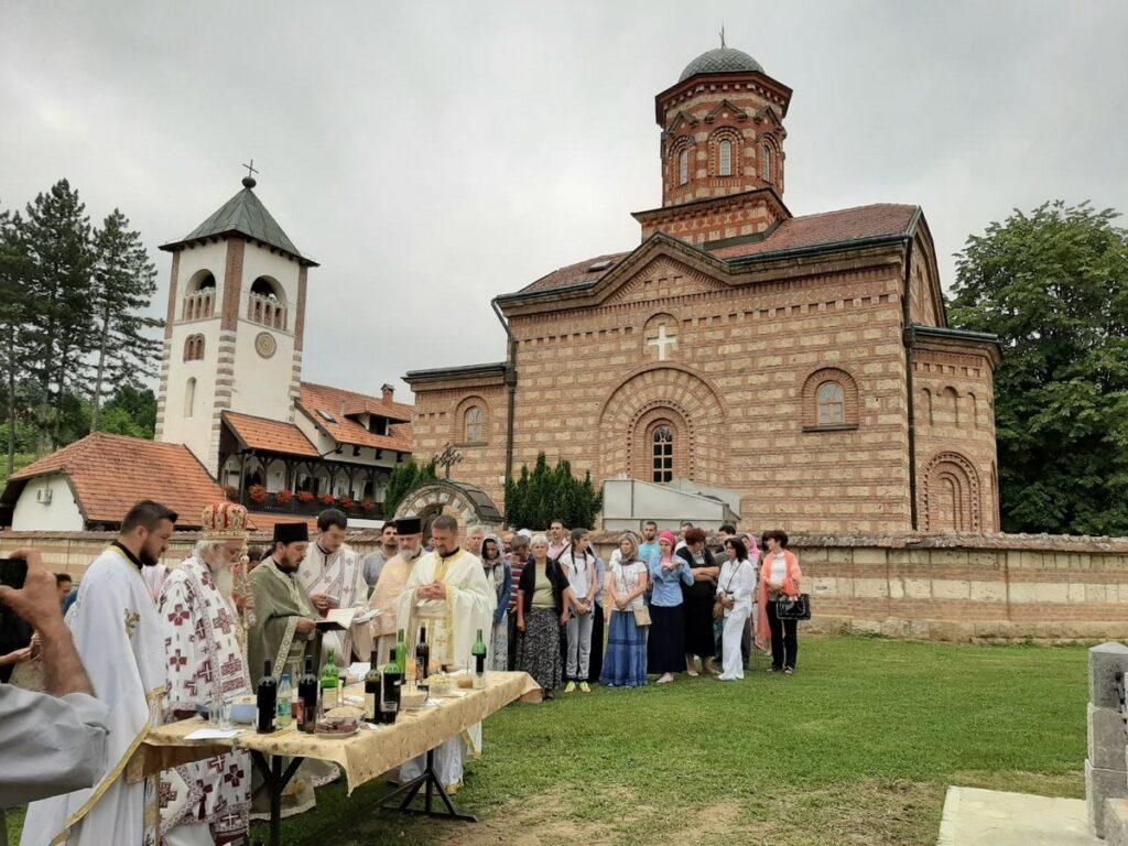 Епископ Милутин служио Видовданску Литургију у манастиру Лелић