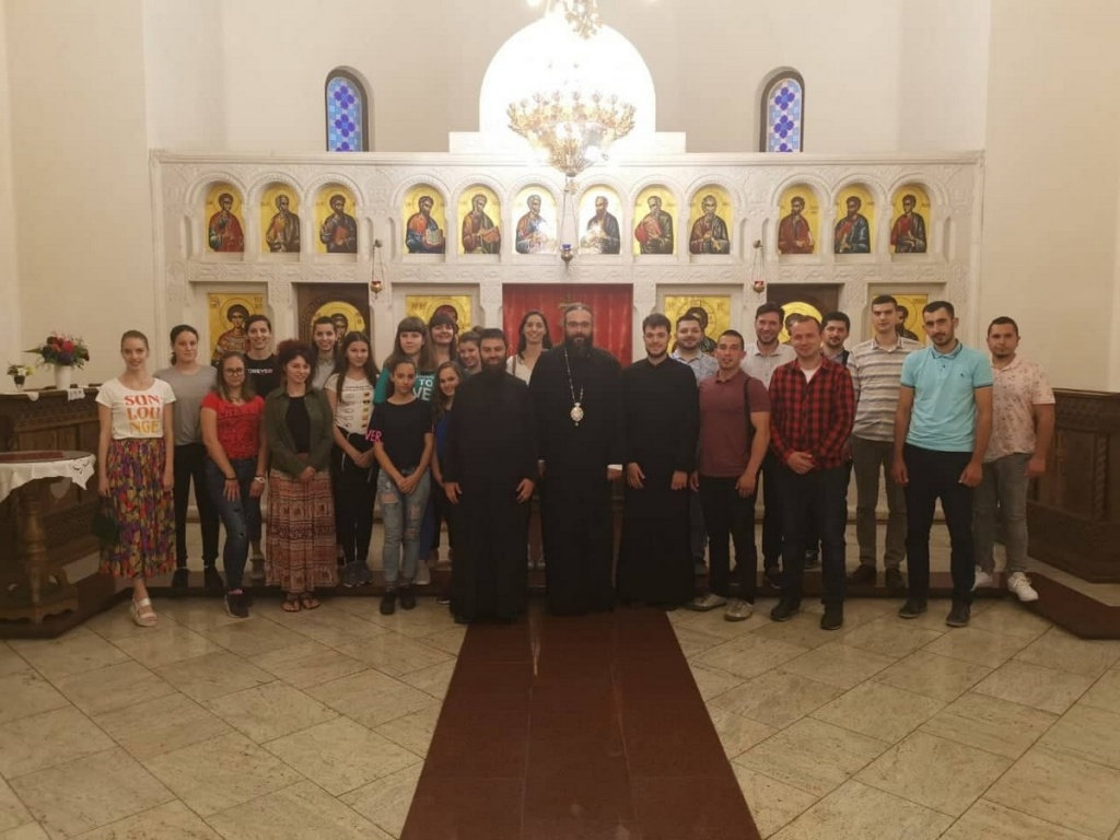 Епископ Силуан посетио Светосавску омладинску заједницу