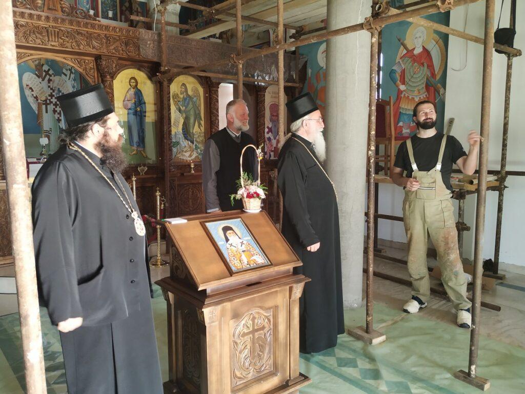 Епископ Херувим посетио храм Светог Нектарија Егинског и Саборни храм