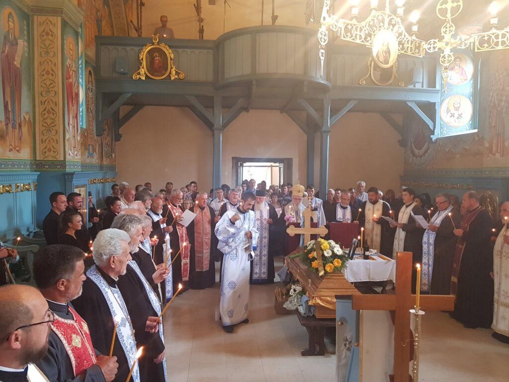 Молитвени опроштај од проте Велибора Тадића