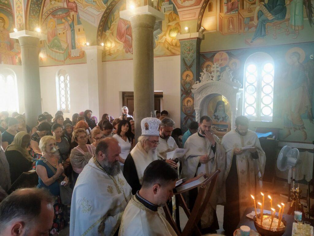 Света Тајна Јелеосвећења у Храму светог Нектарија Егинског