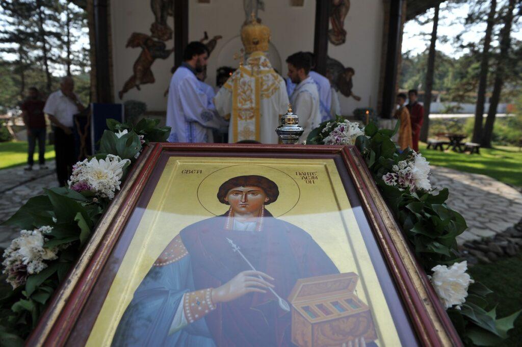 Беседа Владике Милутина на празник Светог Пантелејмона лета Господњег 2019. у храму на Дивчибарама