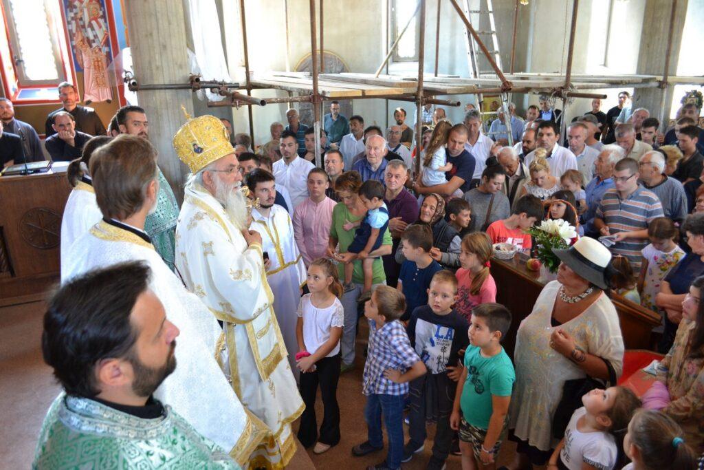Храм Сабора српских светитеља у Обреновцу прославио своје небеске заштитнике и прву годишњицу постојања