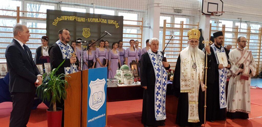 Епископ Милутин на Савиндан у Пољопривредно- хемијској школи у Обреновцу