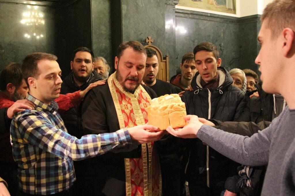 Светосавска омладинска заједница Епархије Ваљевске у Обреновцу прославила је Светог Саву