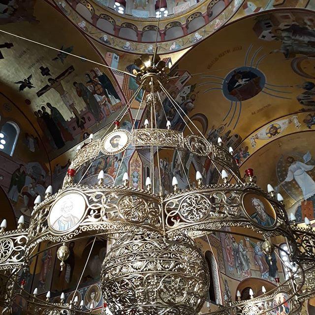 Помозимо израду и постављање полијелеја за Храм Светог Нектарија Егинског