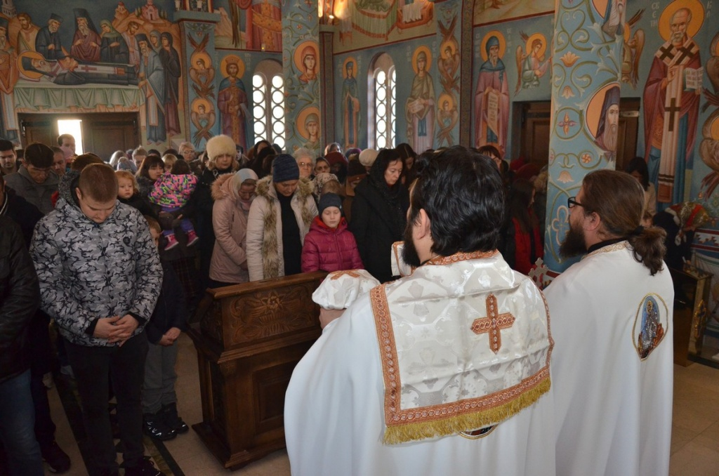 Божић у Храму Светог Нектарија – ФОТО