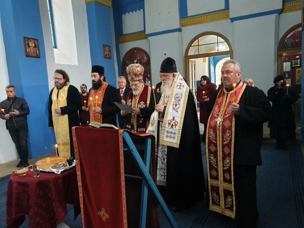 Епископи Милутин и Лаврентије служили помен Десанки Максимовић