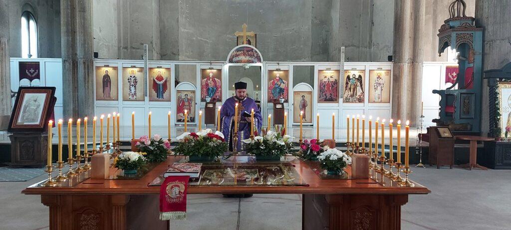 Велики петак у Храму Васкрсења Христовог у знаку сећања на блаженопочившег Владику Милутина
