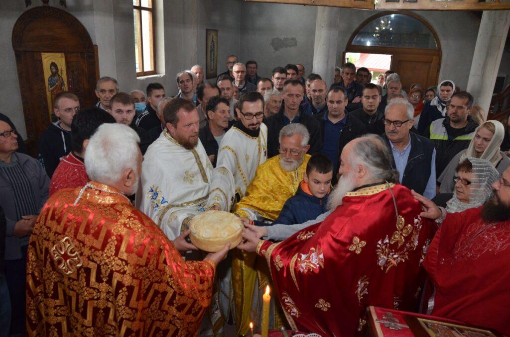 Манастир Плужац прославио своје небеске заштитнике Светог цара Константина и царицу Јелену