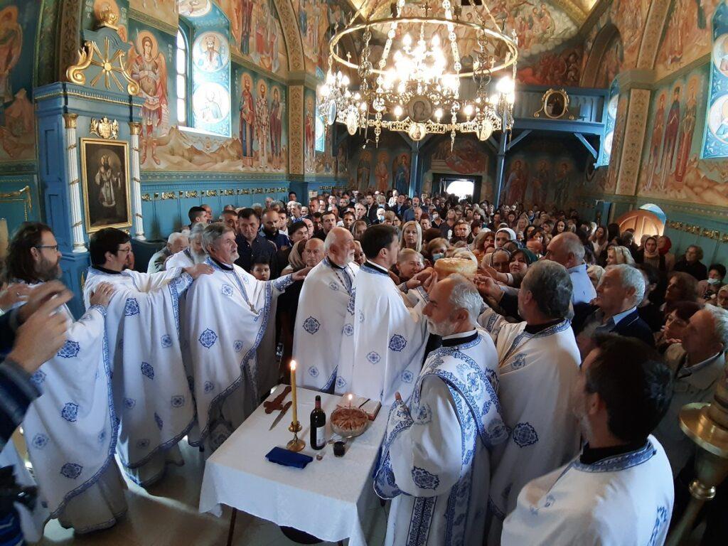 Православна народна хришћанска заједница при Покровском Храму прославила славу – Крстовдан