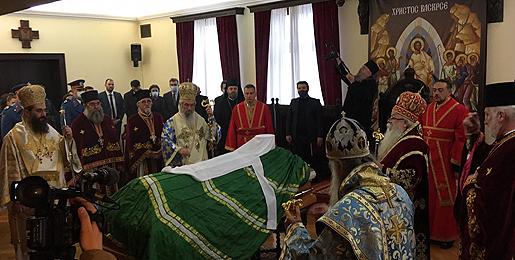 Преносимо: Тело блаженопочившег Патријарха српског Иринеја испраћено из Патријаршијског двора у Саборни храм