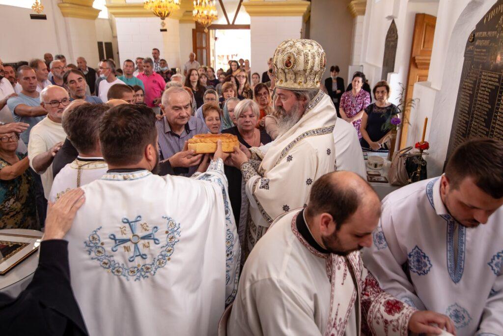 Владичанска Литургија у част славе богомољачког братства у Мионици